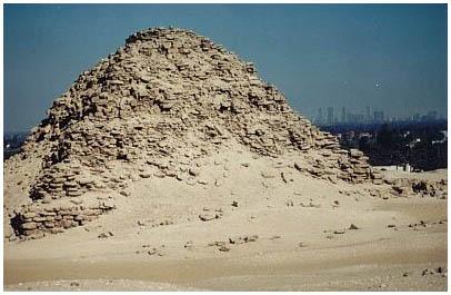 Egypt - Sahureova pyramida - Abúsír