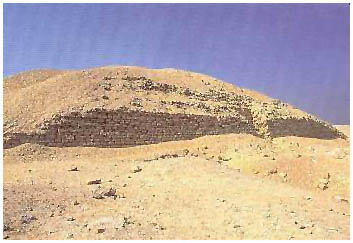 Egypt - Chabova (Vrstvená) pyramida - Záwijit al-Arján